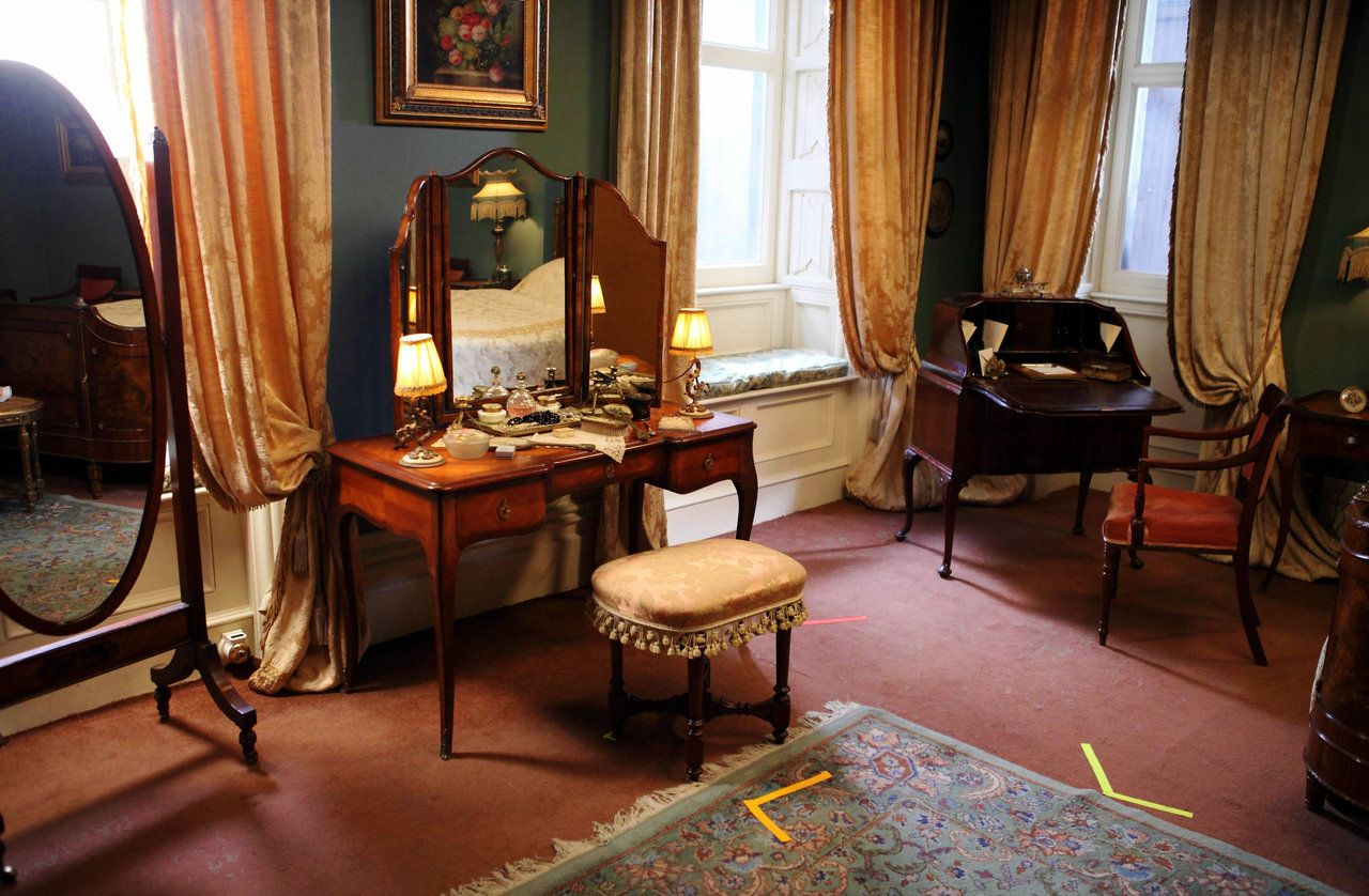 Lady Bedroom 17 Best Images About Downton Images On Pinterest Ceramics Green