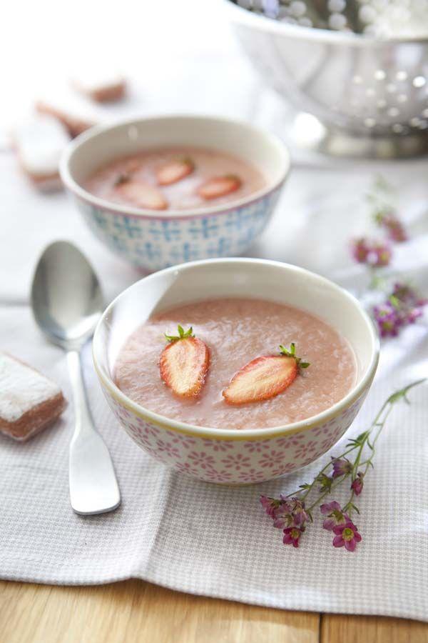 Soupe de rhubarbe la fraise chapelure de biscuits de Cuisine plus reims
