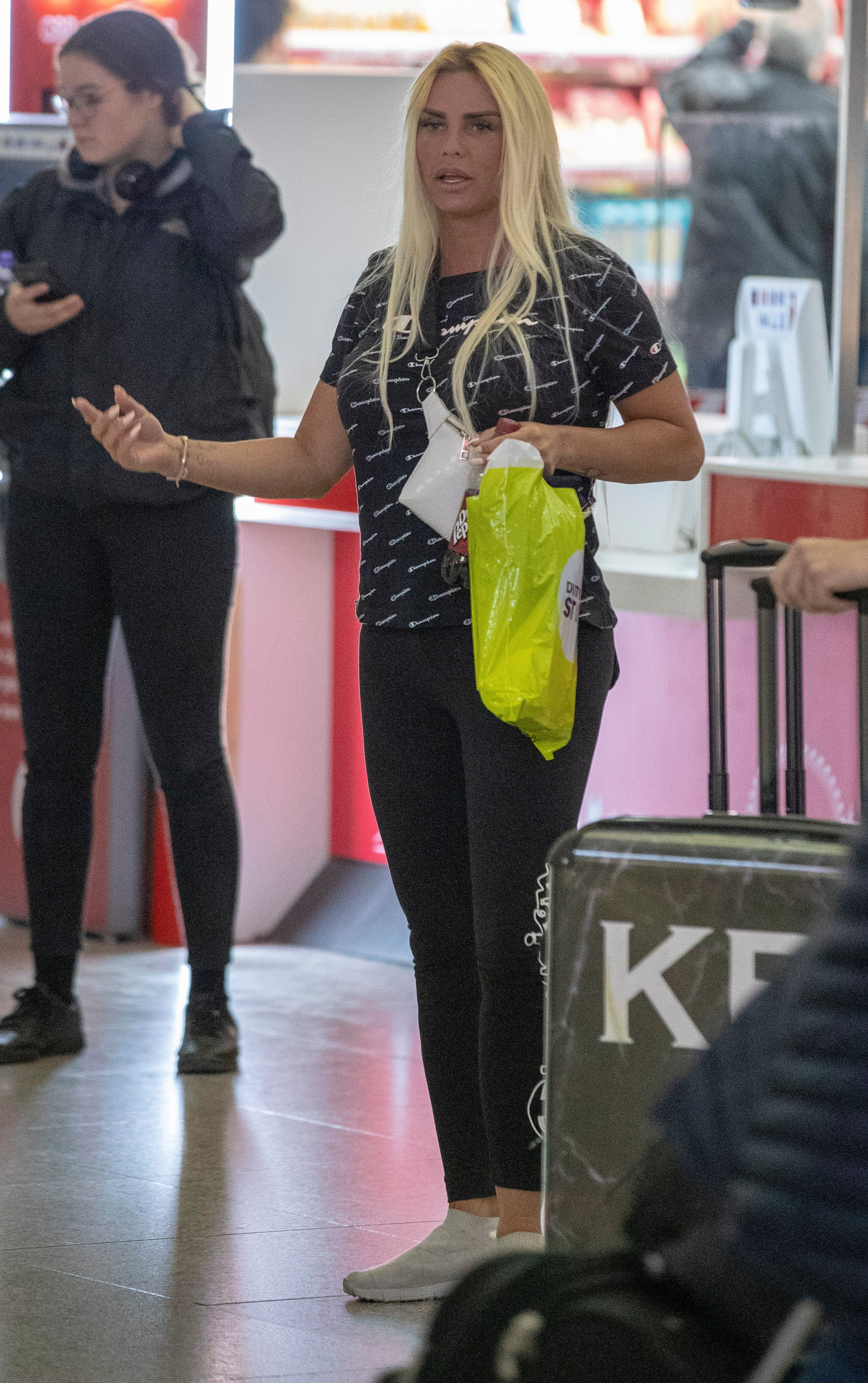 Katie Price Reveals New Tribal Heart Tattoo As She Returns From Turkey With Kris Boyson Check Tribal Heart Tattoos Tribal Heart Heart Tattoo