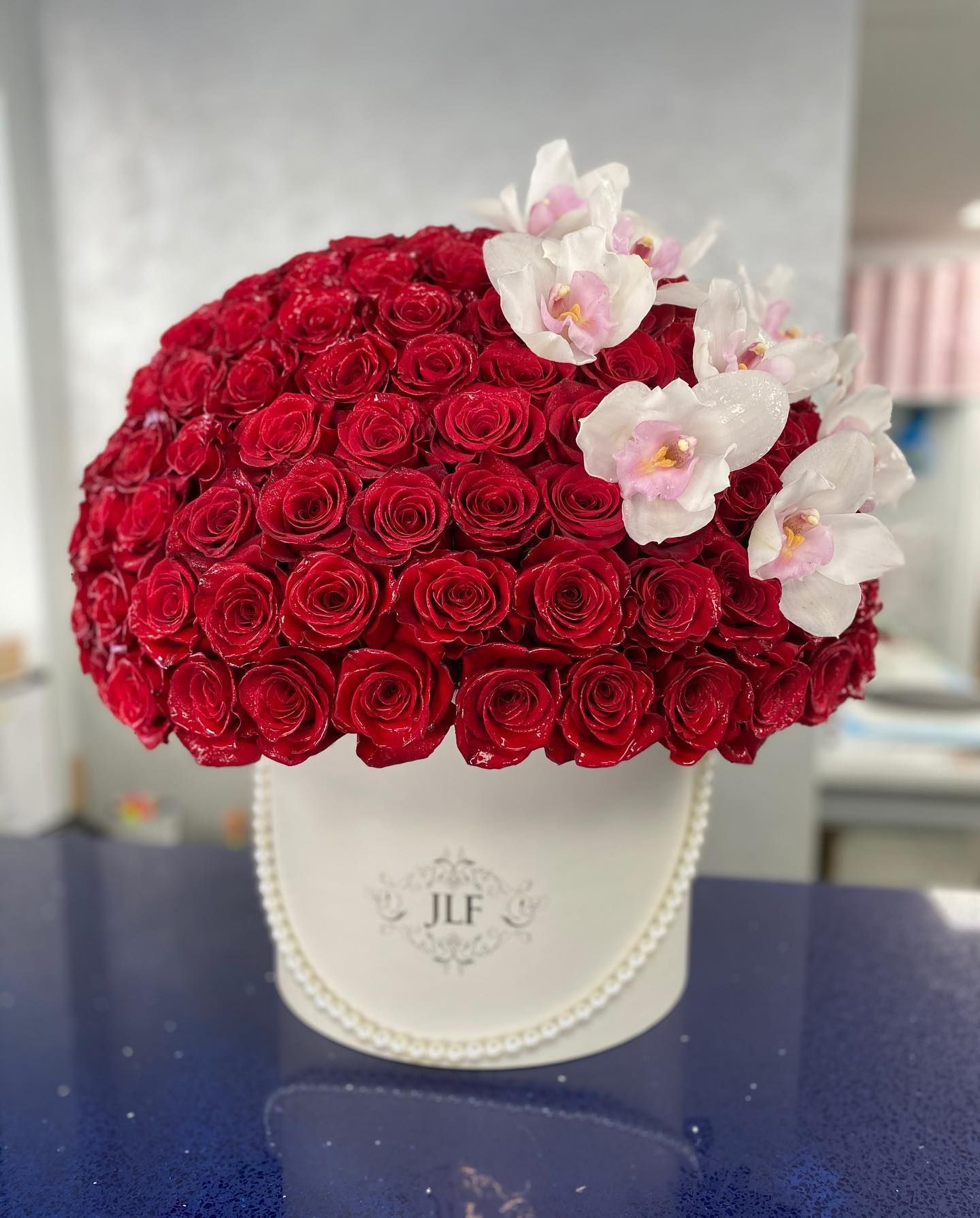 Signature 75 Red Rose Box With Orchids Jlf Jadorelesfleurs Flowers Laflowers Fleurs In 2020 Same Day Flower Delivery Flower Delivery Flowers