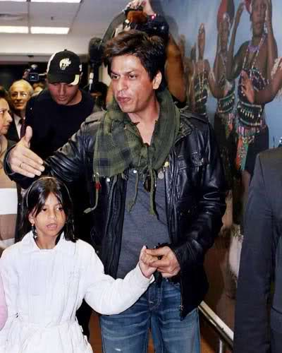 Shah Rukh Khan holding hands with his daughter Suhana ...