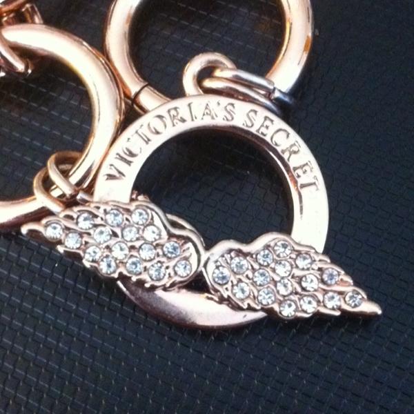 Victoria's Secret Angel Wings Gold Toned Bracelet! Very Pretty