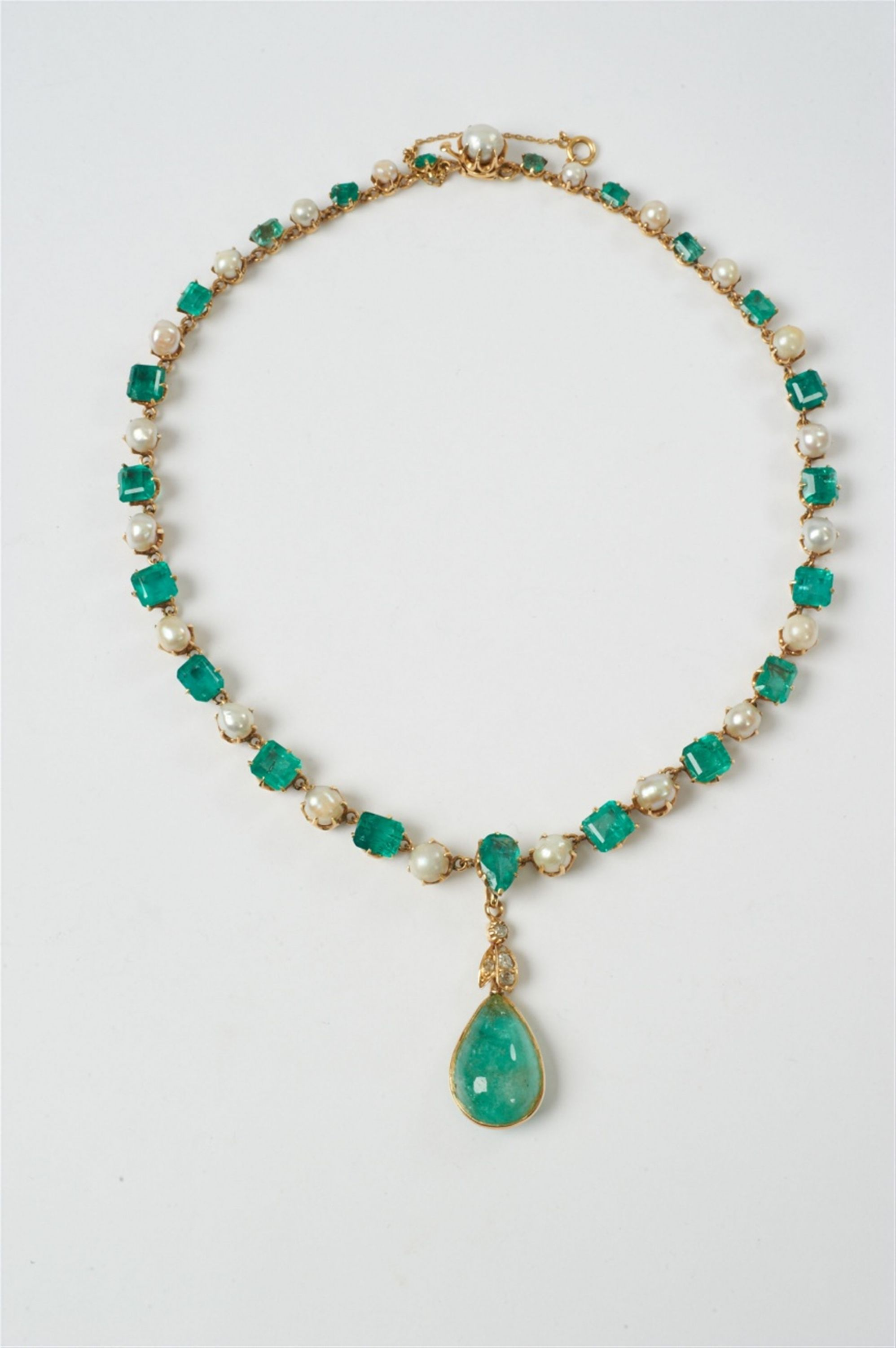 Early th can k gold emerald and pearl necklace with diamond
