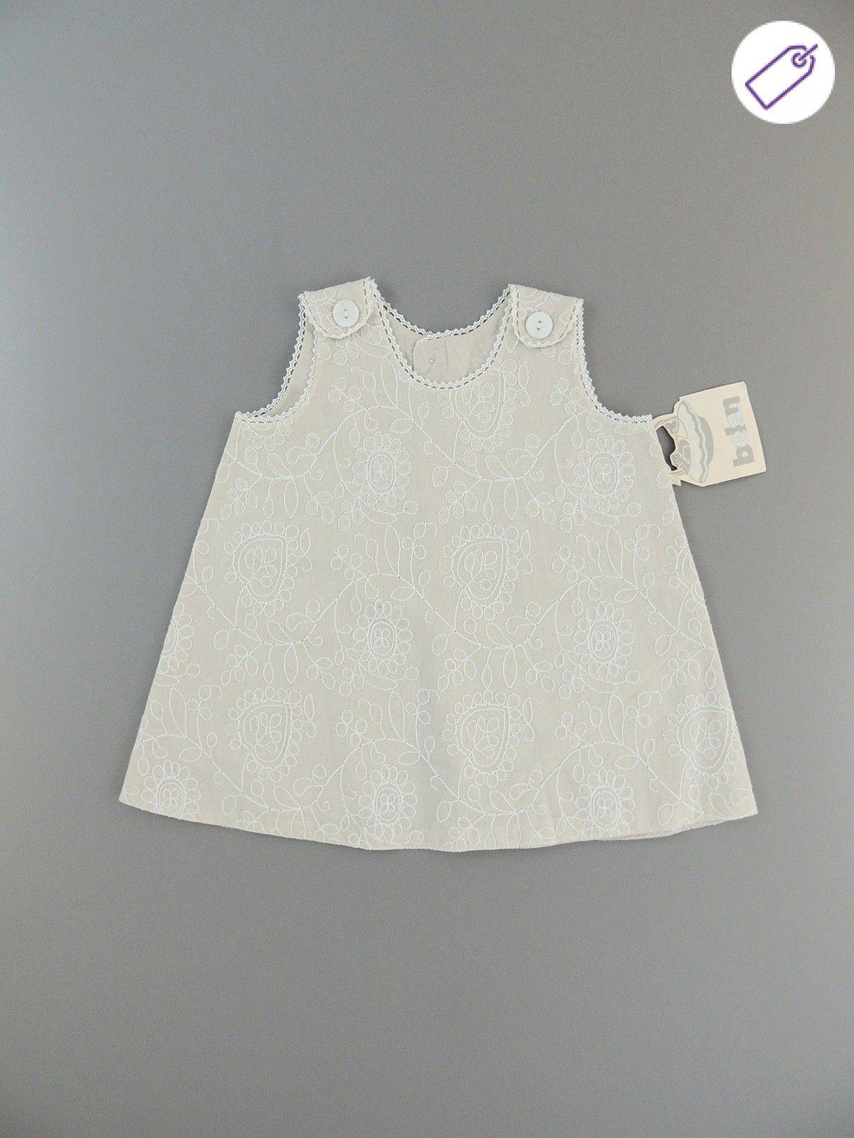 Vestido beige bordado blanco delante