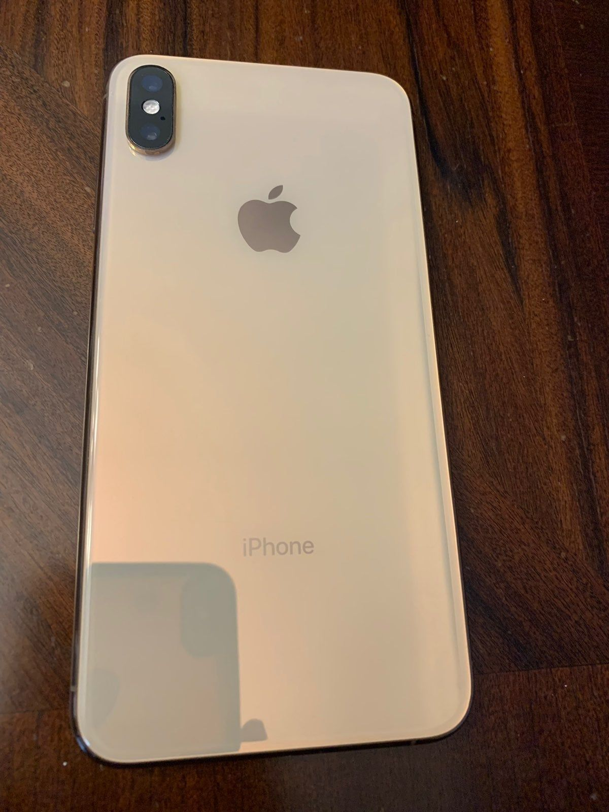 Iphone Xs Max Gold I Don T Know Much About This Phone But The Front Screen Is Cracked And The Phone Only Vibrates When The Ringer Iphone Apple Products Icloud