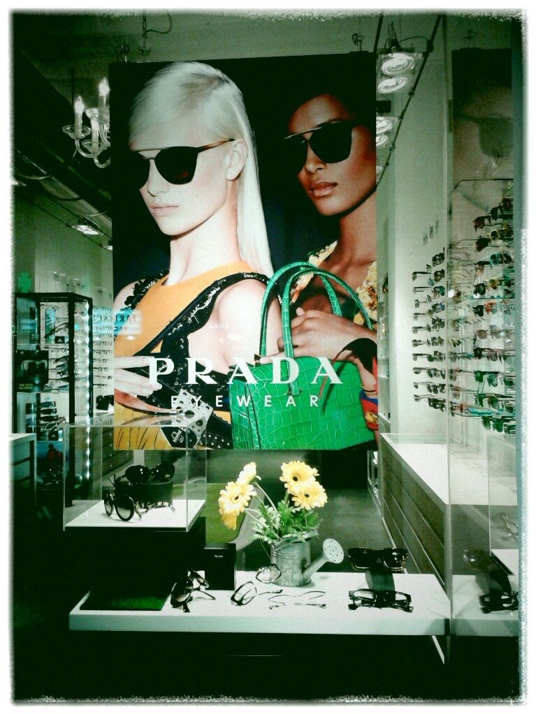 Flors a l'espera que surti el sol!  Prada Sunglasses 2014