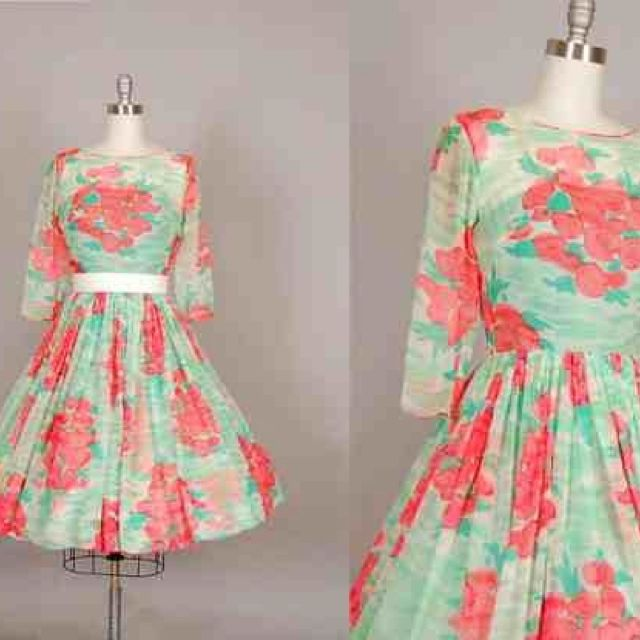 My new beautiful 1950's vintage addition to my wardrobe.