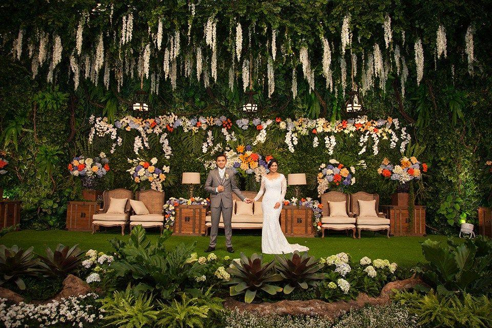 Pernikahan Dengan Tema Indoor Garden Di Hotel Dharmawangsa The Bride Dept Pernikahan Dekorasi Pernikahan Klasik Tema Pernikahan