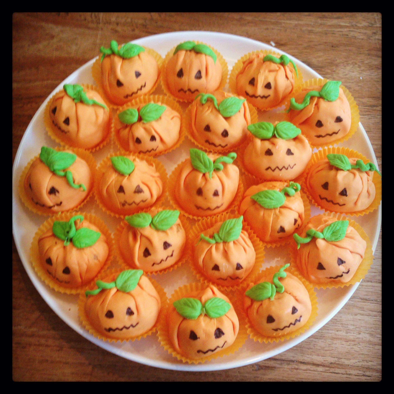 Halloween Traktaties.Halloween Traktatie Soesjes Pompoen Hapjesuitdenhaag