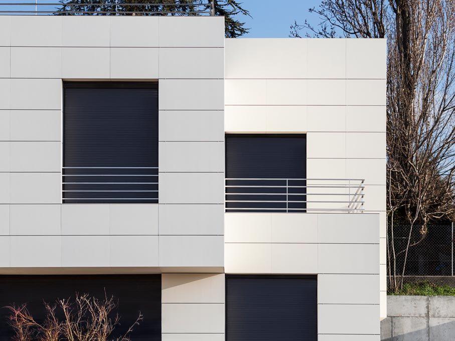 Proyectos rediwa cat fachadas ventiladas unifamiliares for Fachadas casas unifamiliares