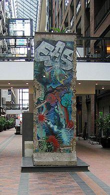 Centre de commerce mondial de Montréal — Morceau du mur de Berlin #murdeberlin
