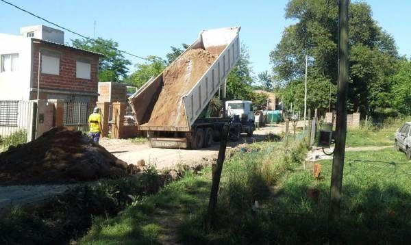 Continúan las tareas de mejoramiento de calles de tierra