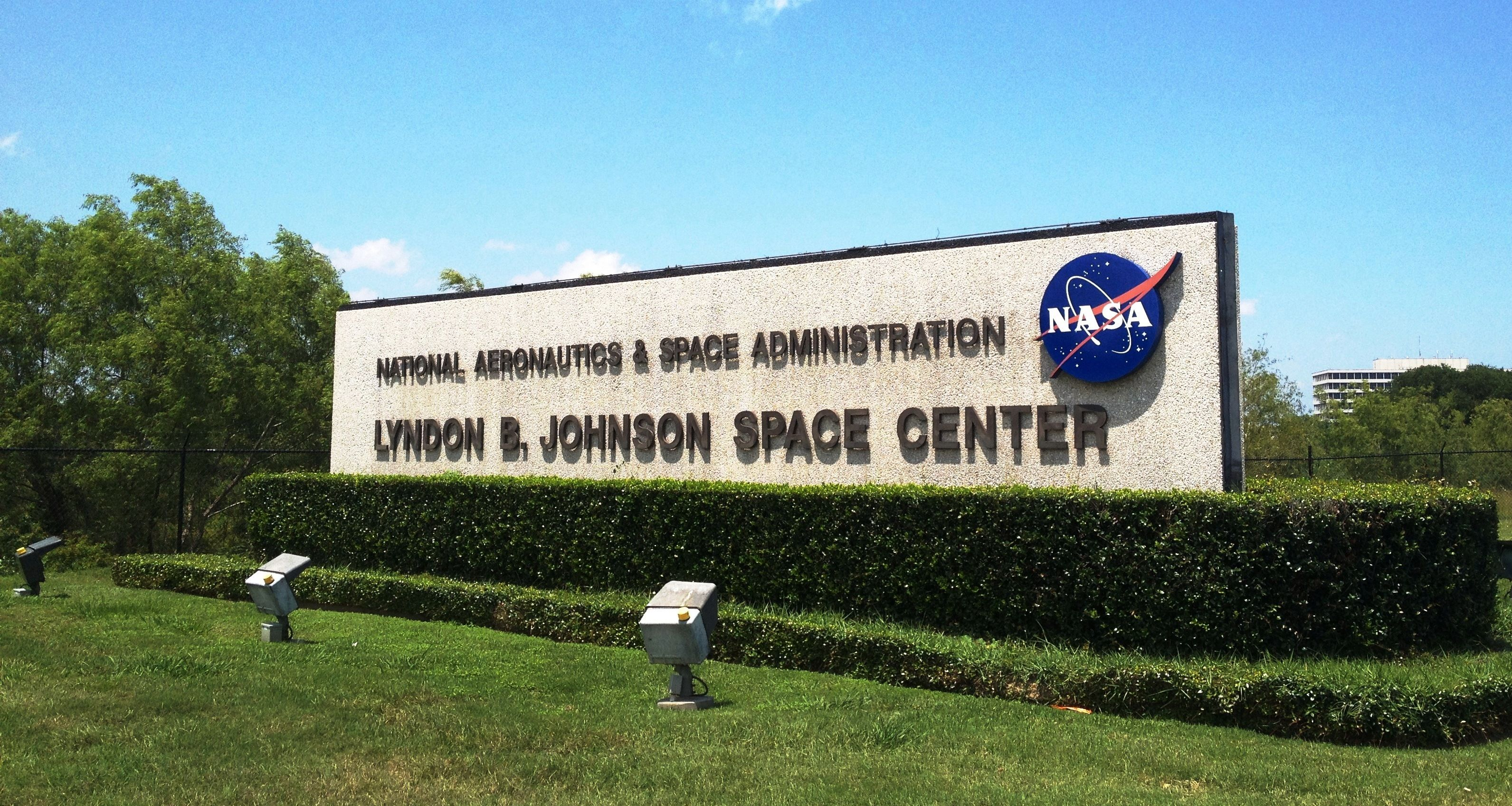 space city nasa is everpresent in houston area for more - HD 3183×1696