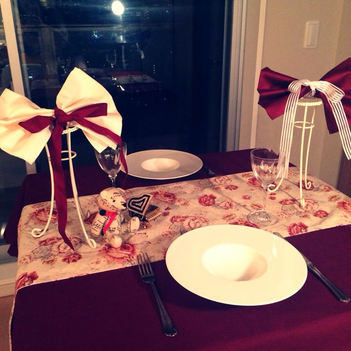 Red and white cute table deco