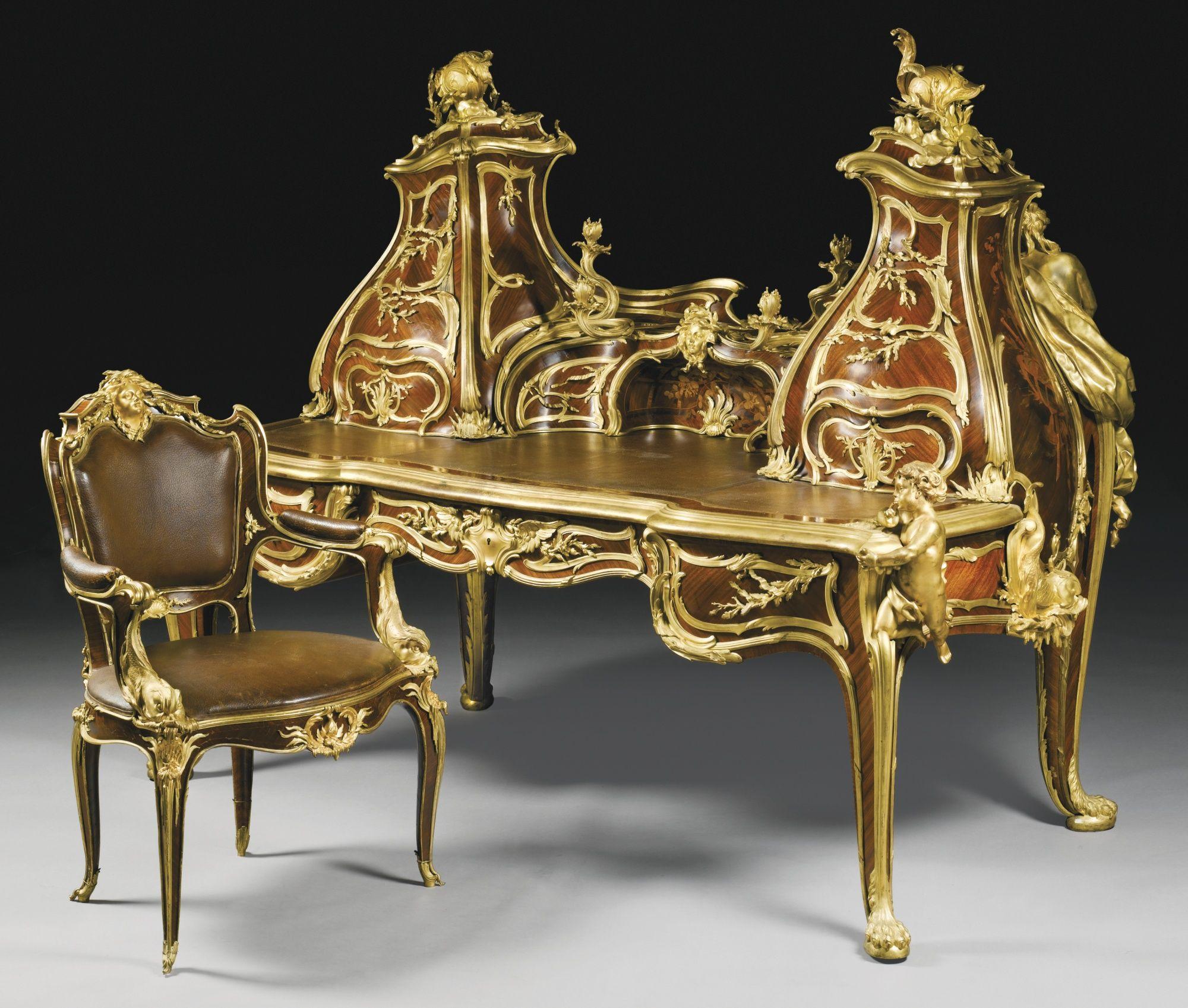 Le grand bureau an important sculptural gilt bronze for Grand bureau