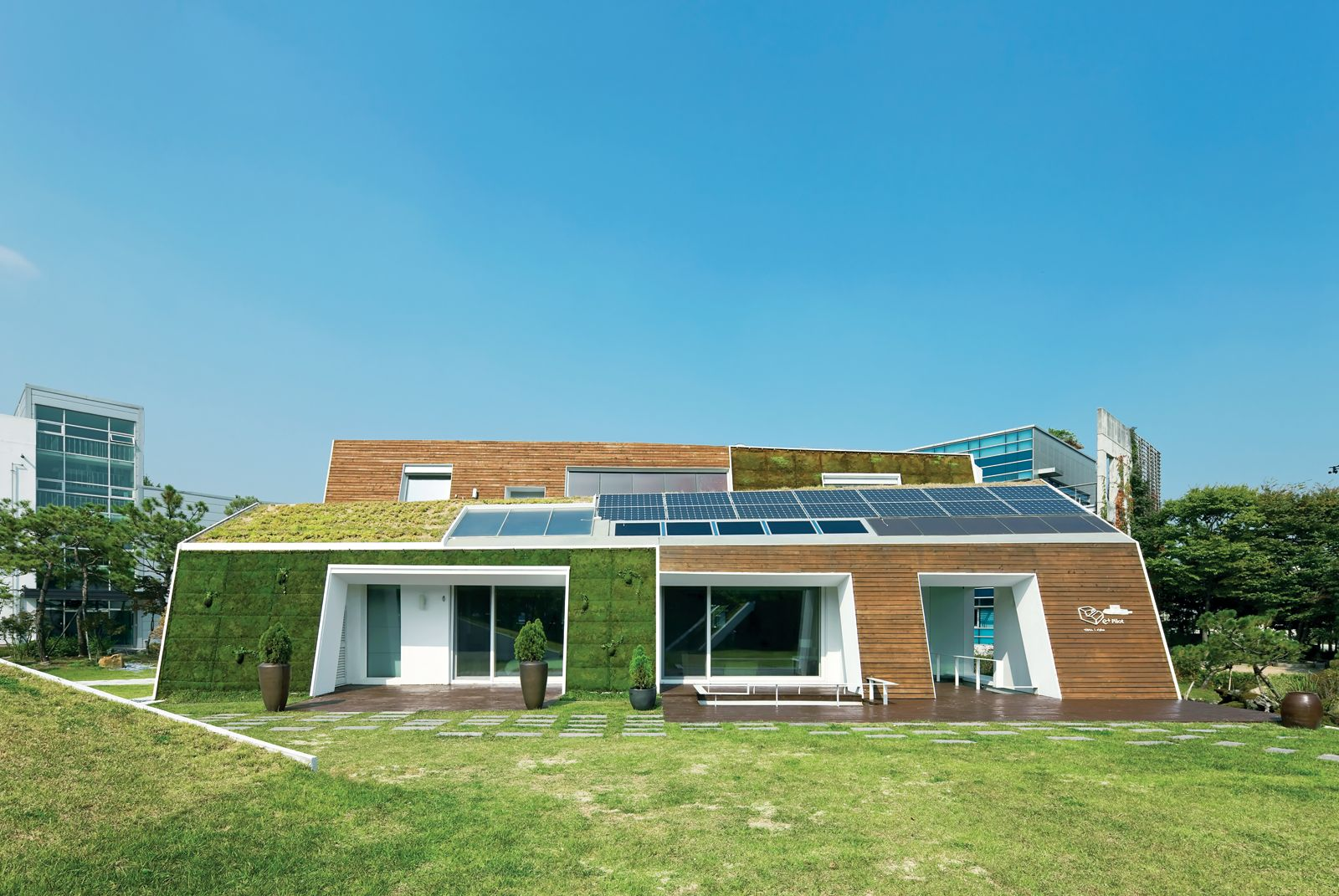 Designing With Grass 7 Green Roofs We Love House Design Sustainable Home Sustainable Architecture