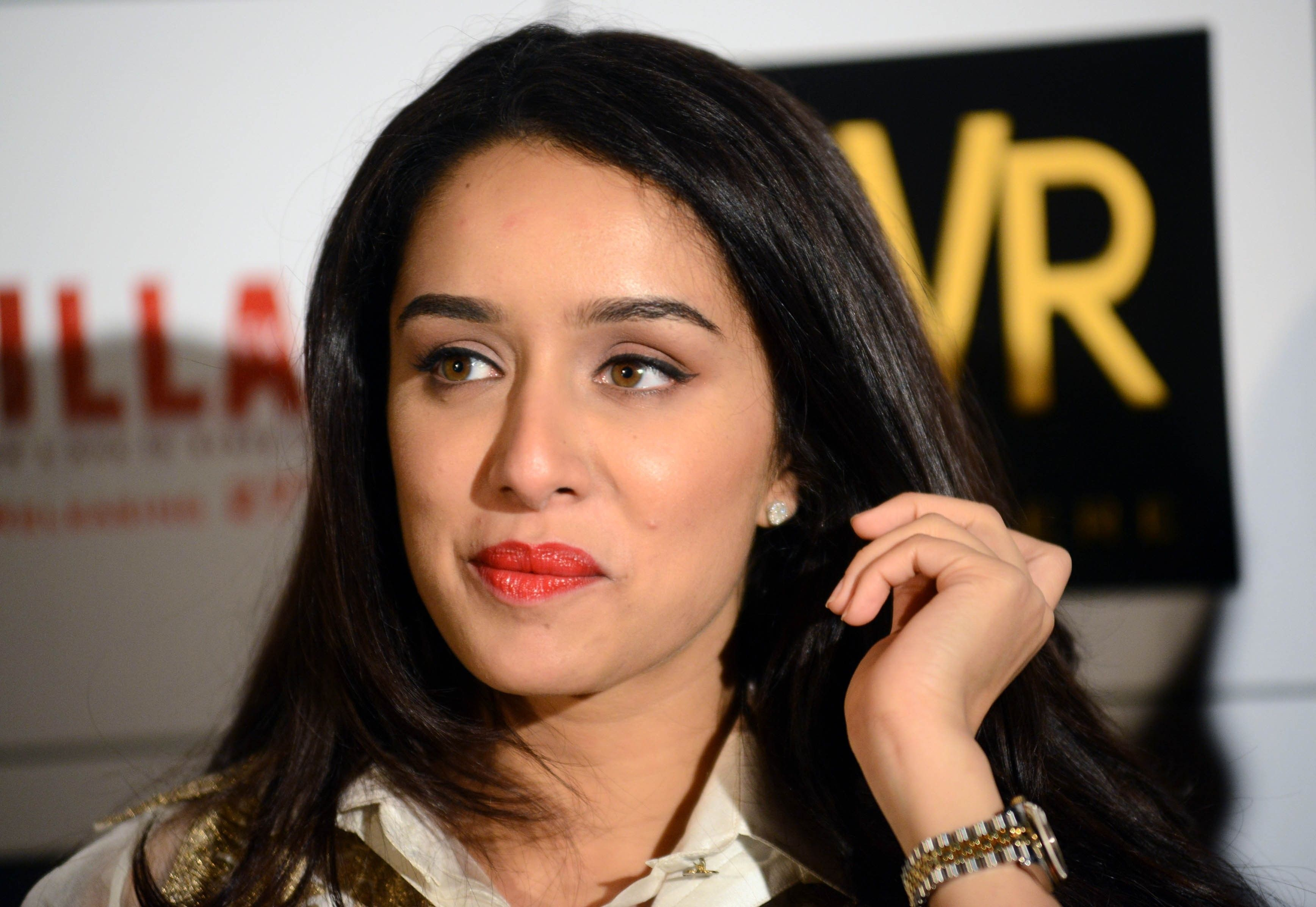 Bollywood Celebrity Shraddha Kapoor In Red Lips Wallpaper