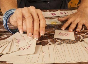 Des prédictions de voyance tirage tarot gratuit données en ligne par de  vraies cartomanciennes. Les cartes amour pour les meilleures prédictions 6b230ea1b5d3