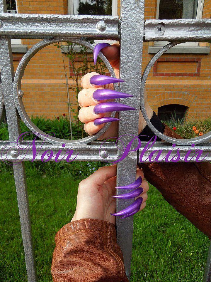 Noir Plaisir, real claw nails.   Curved nails, Long nails