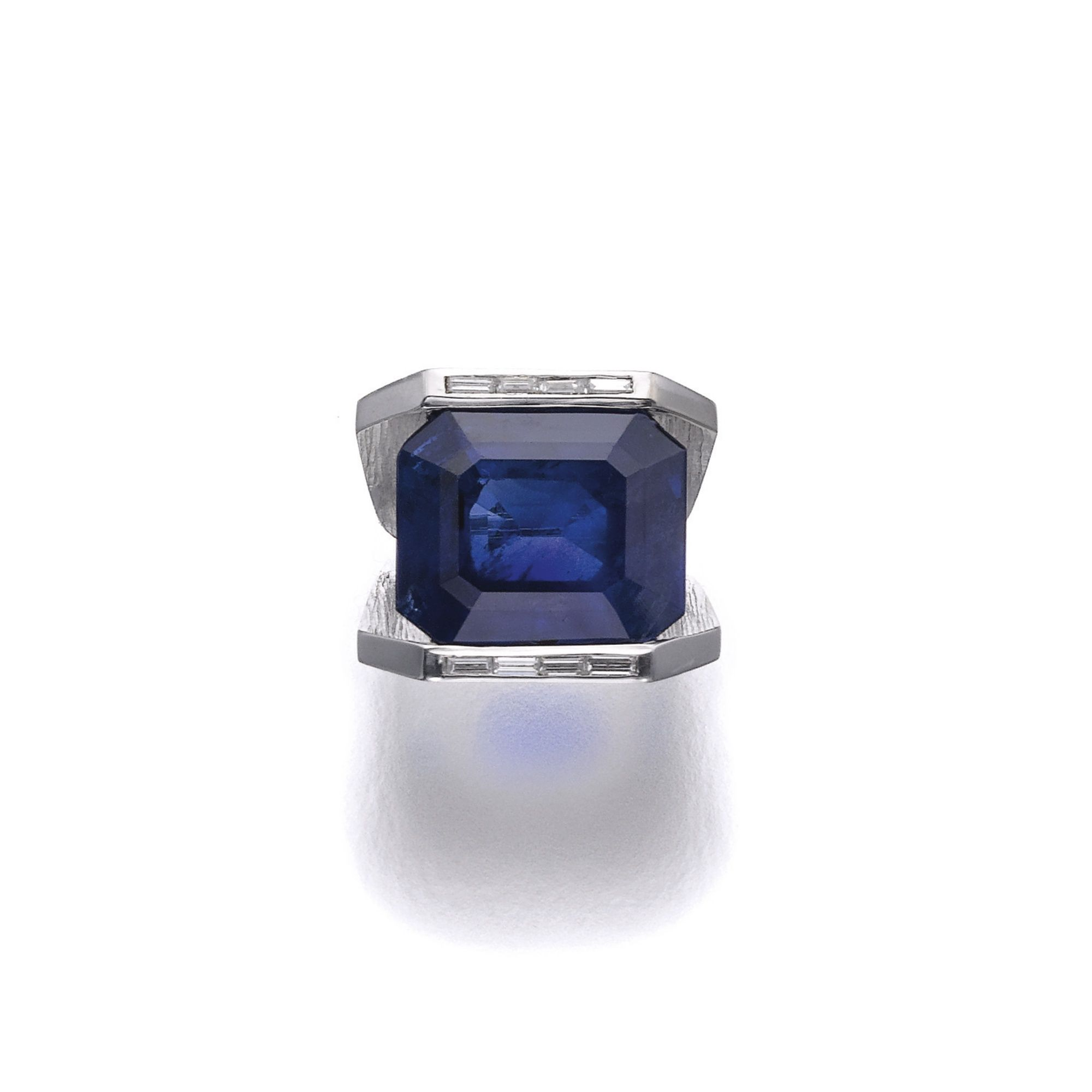 sapphire diamonds cut deep set in blue stone side with large pin baguette emerald