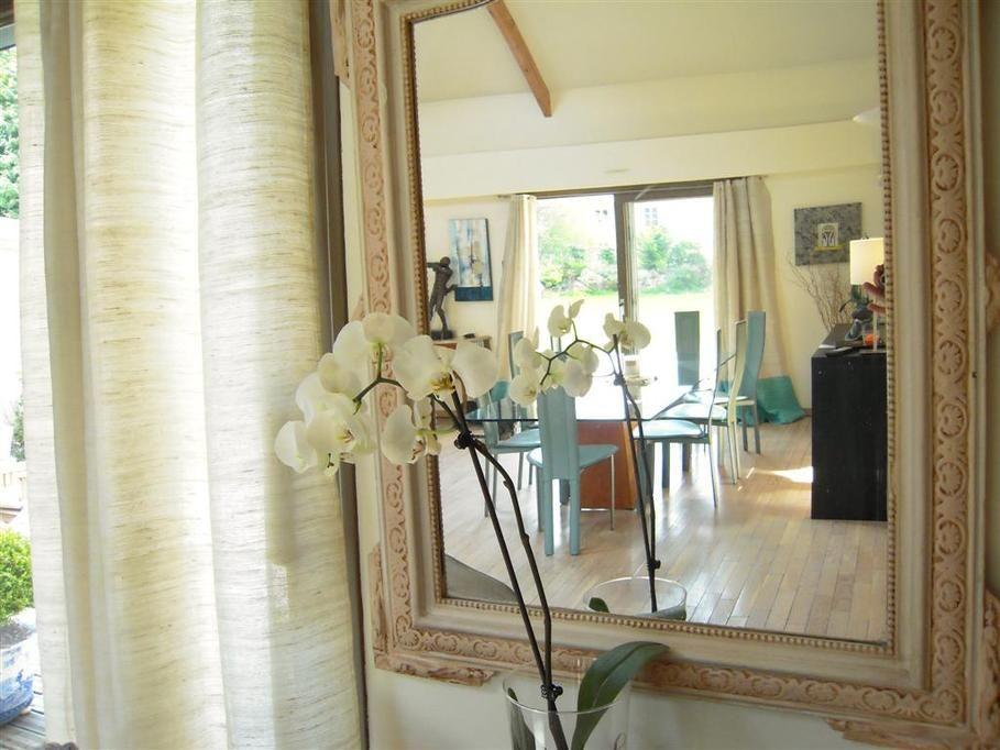 Un Magnifique Miroir Pour Agrandir Et Magnifier Une Pièce Des - Rideau salle a manger pour idees de deco de cuisine