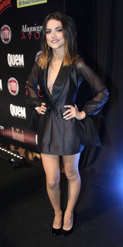 Famosas ensinam como usar vestido preto a qualquer hora do