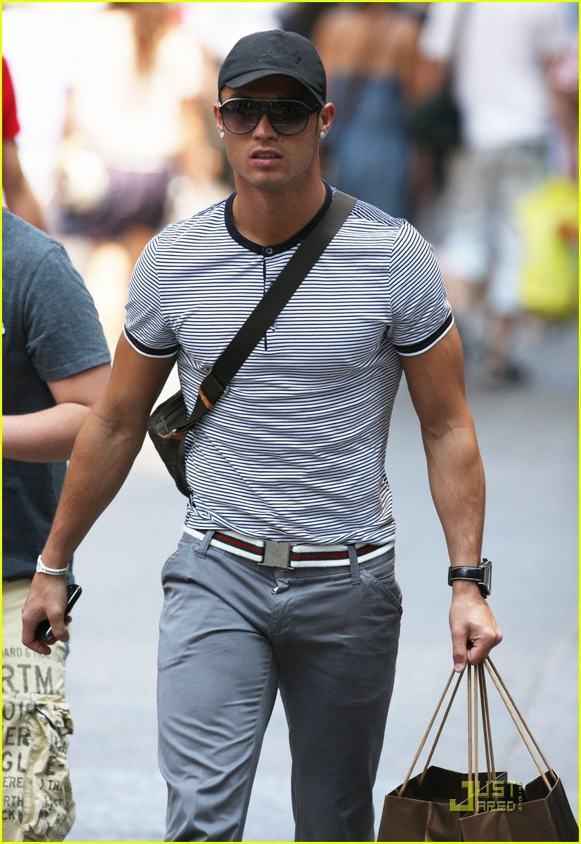1d59d3540e5d Cristiano Ronaldo. He makes a simple t-shirt and jeans ensemble look super  sexy. Melt!