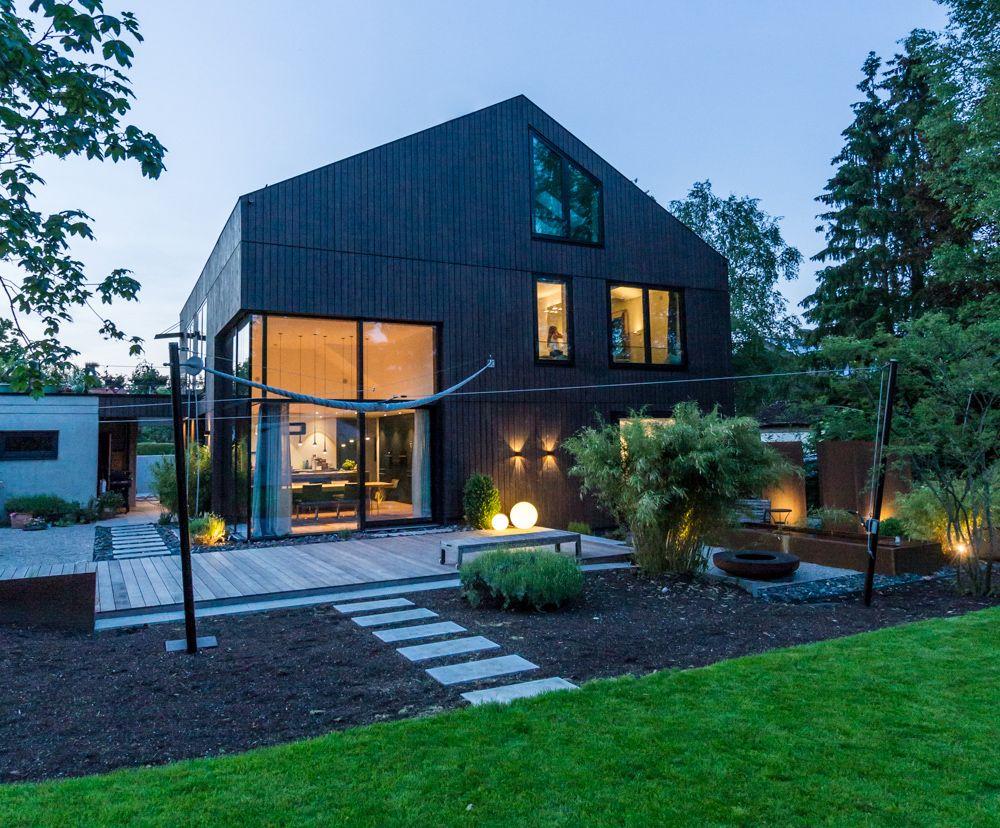 Design der vorderseite des hauses neubau eines einfamilienhauses mit garage