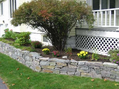 Retaining Wall Constructed Of Corinthian Granite Regular Wall Stone Creates A Beautiful Planting Bed That Dresse Stone Wall Design Hardscape Design Stone Wall