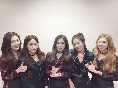 تقرير عن الفرقة الكورية Red Velvet Red Velvet Velvet Red