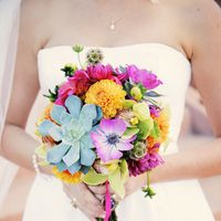 wonderful combination of flowers... beautiful for an outside wedding.