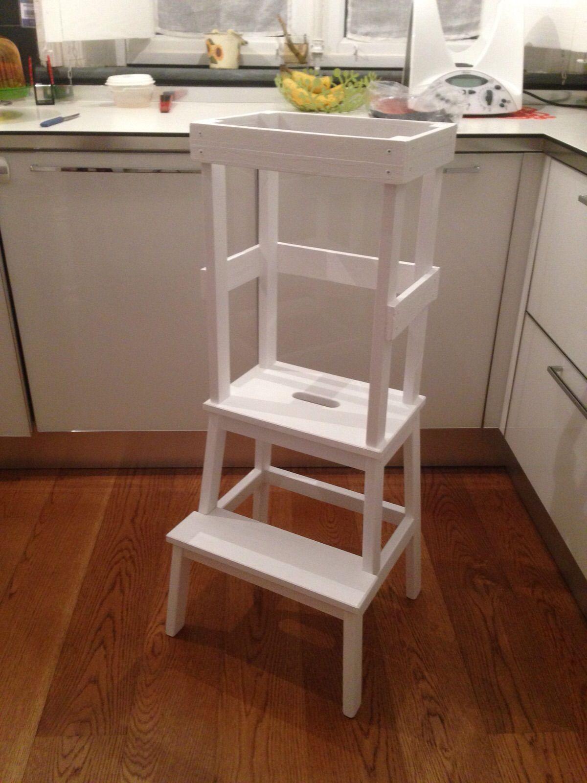 Learning Tower Torre d apprendimento per bambini realizzata in legno modificando uno sgabello Ikea