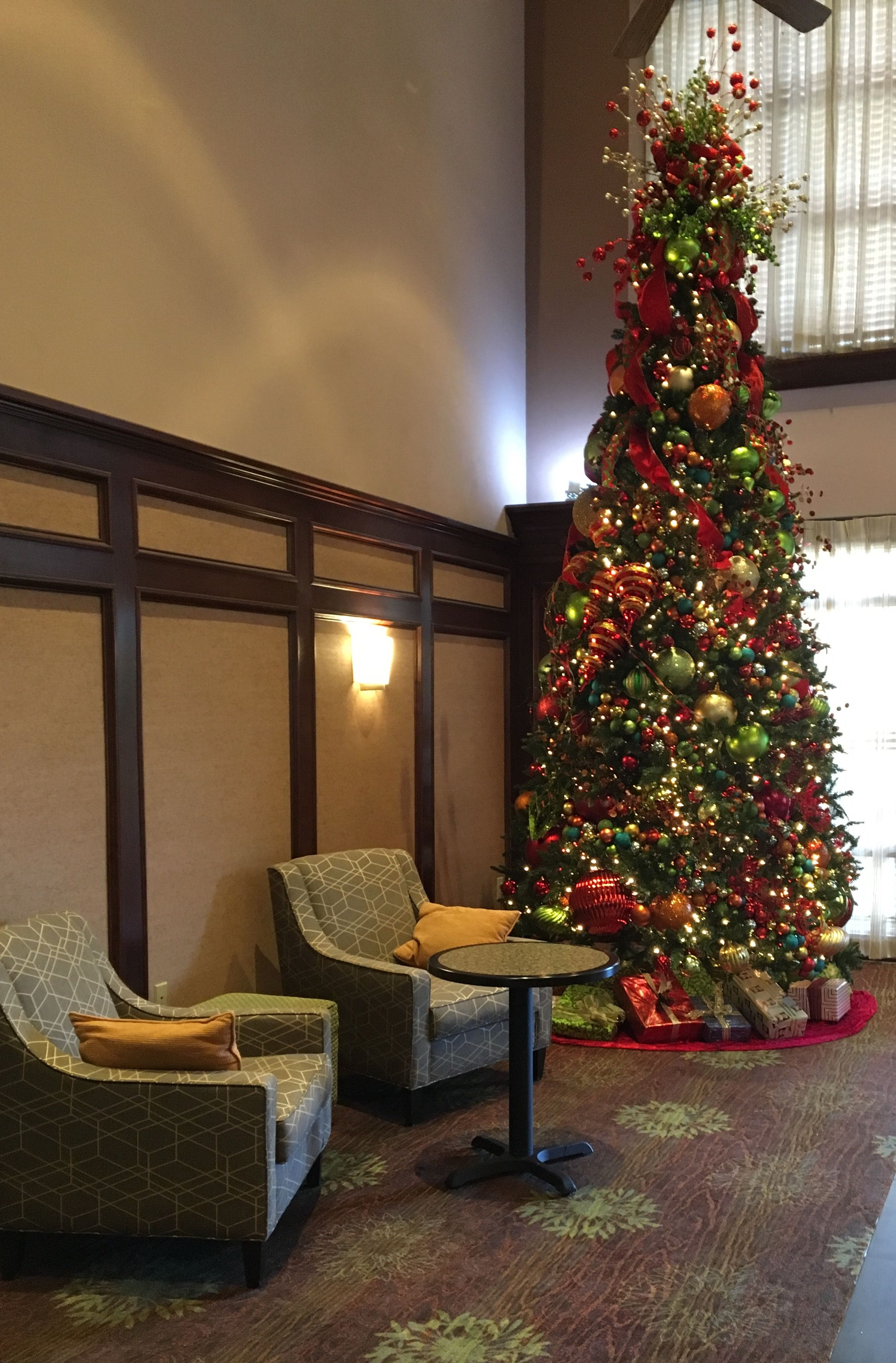 Pin by Becky Pruitt on Hotel christmas
