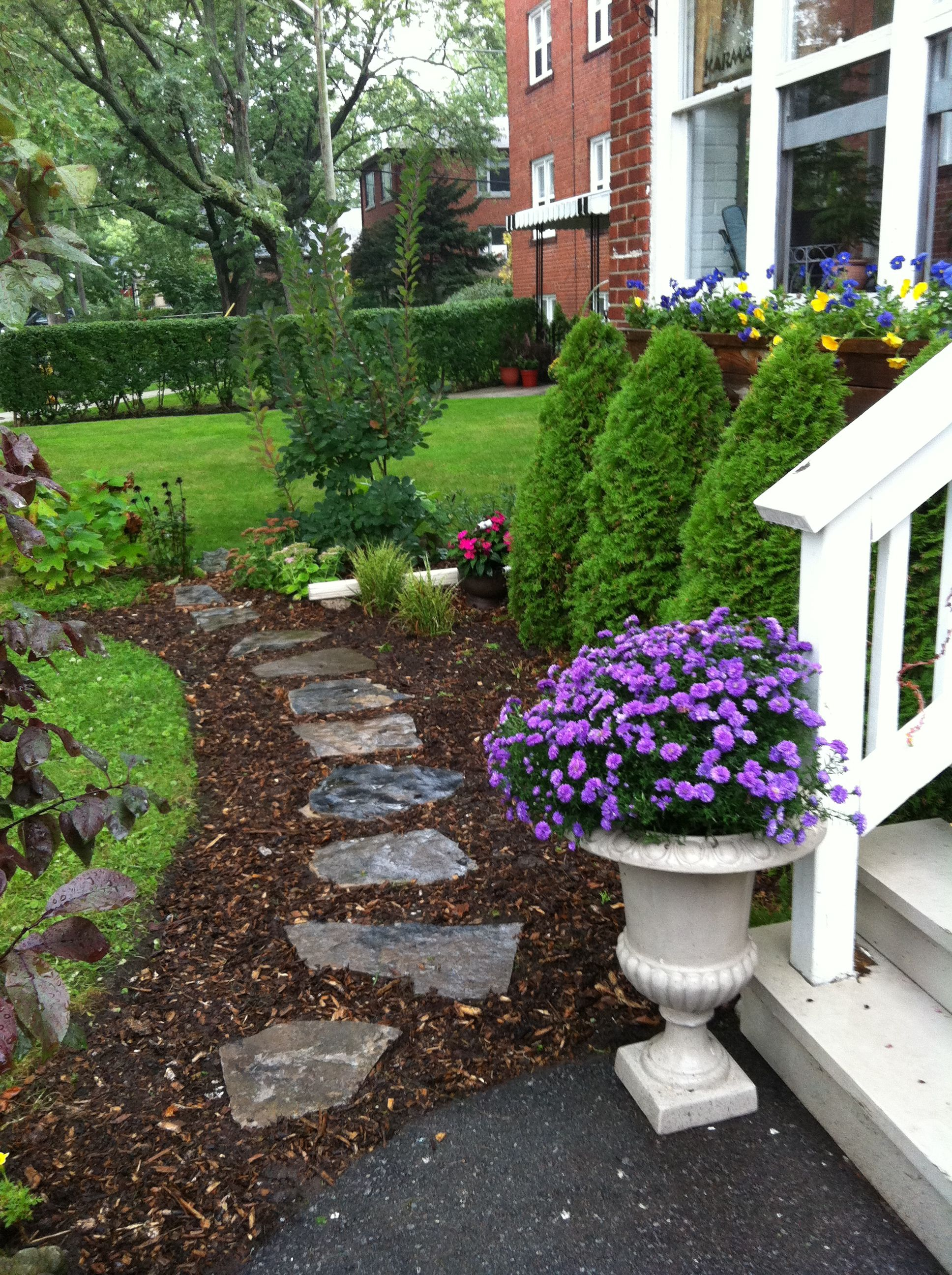 Flagstone path (With images) | Garden paths, Flagstone ...