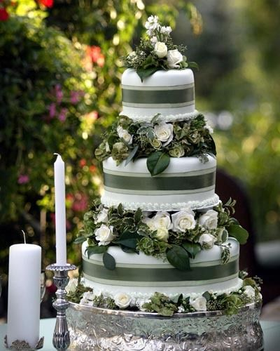 Forest Green Wedding Cake Deer Pearl Flowers An Eco Inspired