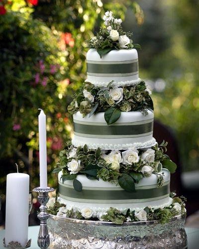 Forest Green Wedding Cake Forest Wedding Cake Deer Pearl Flowers