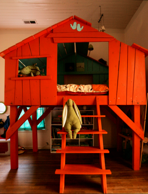 Are you ready for an orange treehouse kid 39 s bed yes for Treehouse kids room