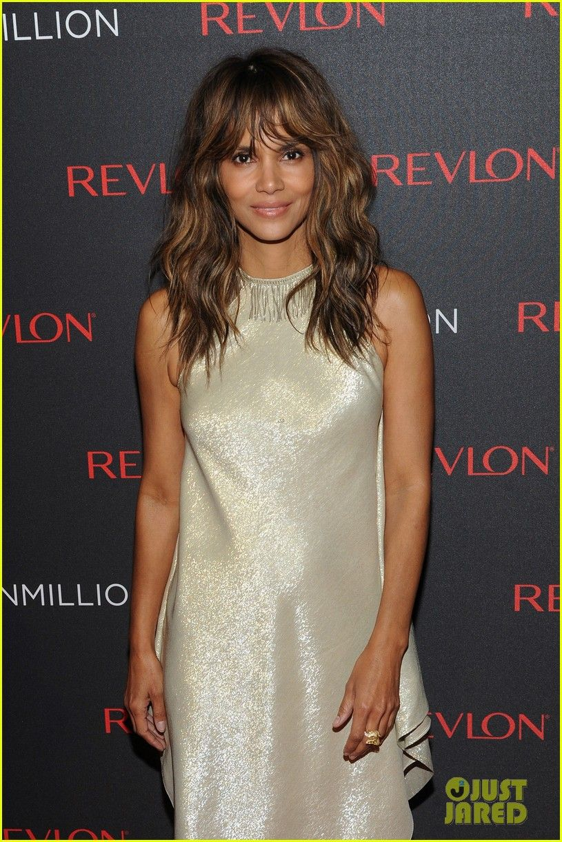 HALLE BERRY wearing Bert Keeter\'s Pale Gold Lame Cocktail Dress at ...
