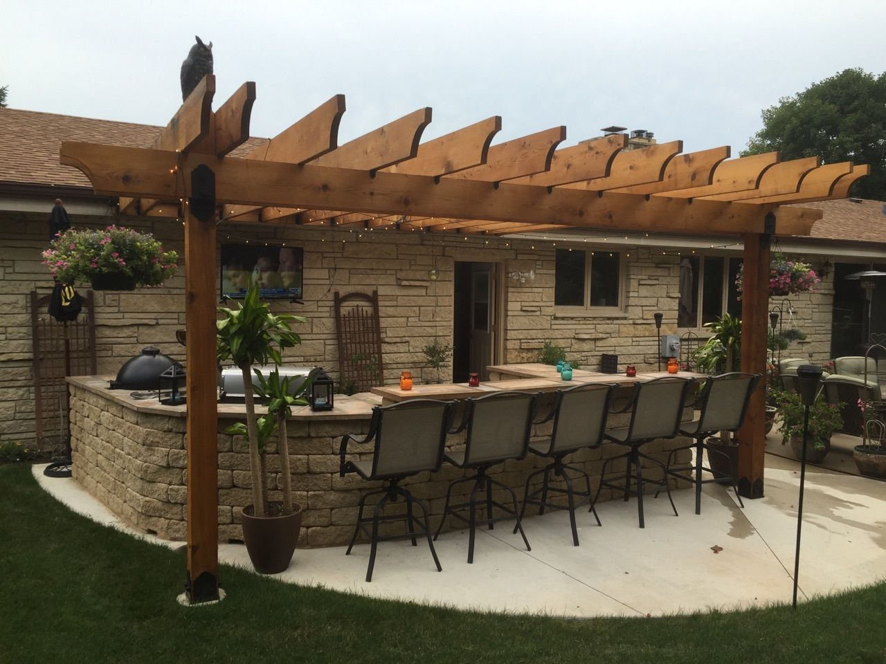 Spectacular outdoor bar with pergola built by chris in for Outdoor bar plans designs free