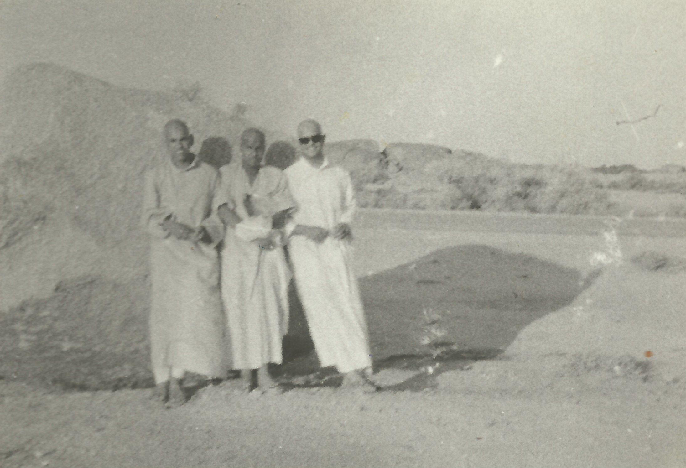 عمرة مع الشباب عام 1973 من اليمين نجيب الرفاعي  - عبدالله الموسى : صاحب حملة الحج    ناصر الدويلة : وزير الشؤن السابق