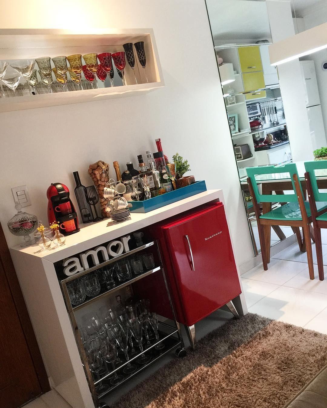 Minibar 20 Inspiracoes Para Criar Esse Cantinho Em Casa Em 2020 Bar Em Apartamento Bar Em Casa Cantinho Do Cafe Apartamento