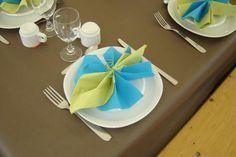 Pliage serviette turquoise et vert anis – Création Art de la table de MARINA n°33 236 (Vue 135 740 fois)