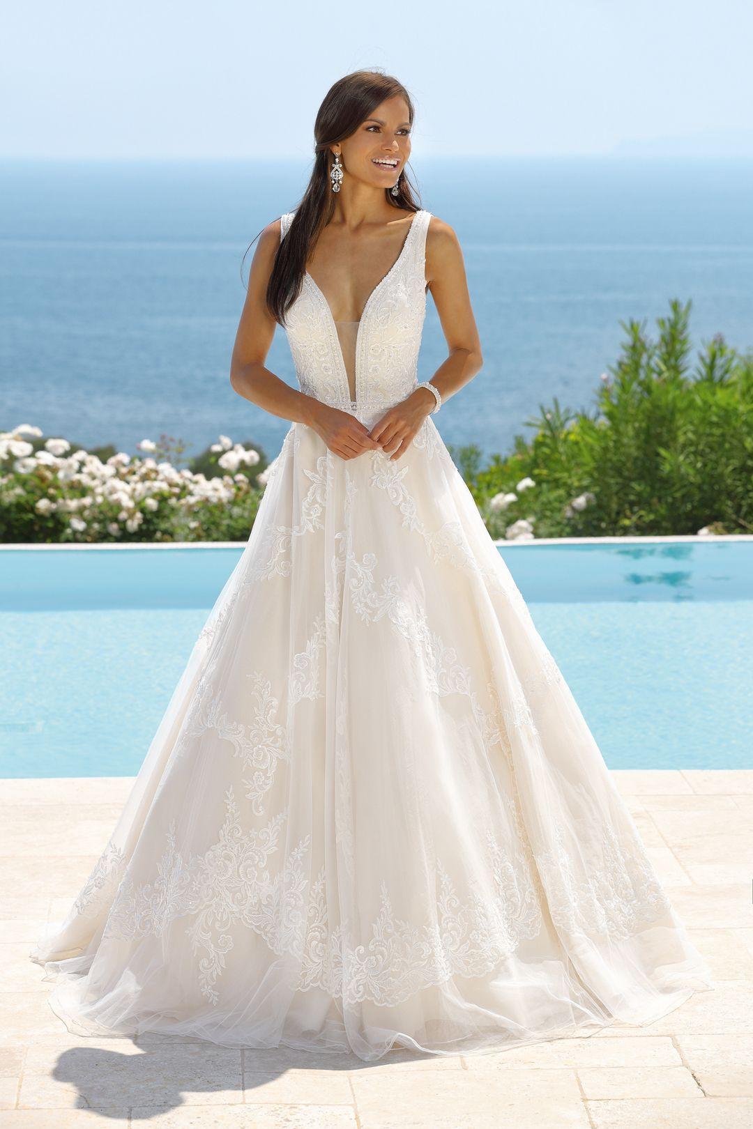 Pin auf Brautkleider figurbetont und sexy