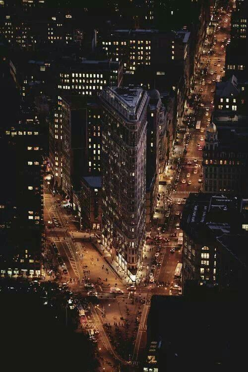 NEW YORK CITY FEELINGS PICTURE OF THE FLATIRON BLDG. SPECTACULAR!