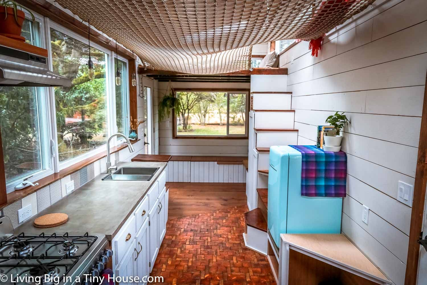 Amazing DIY Tiny House With Super Cool