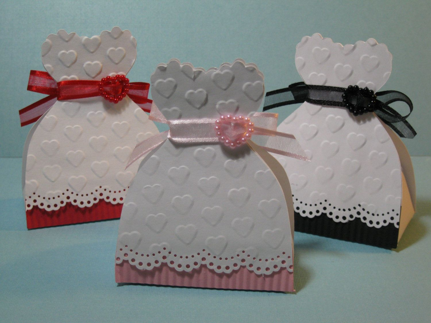 Diy Dress Shaped Boxes For Weddings And Quincea Era Free  ~ Entregar Un Regalo De Forma Original