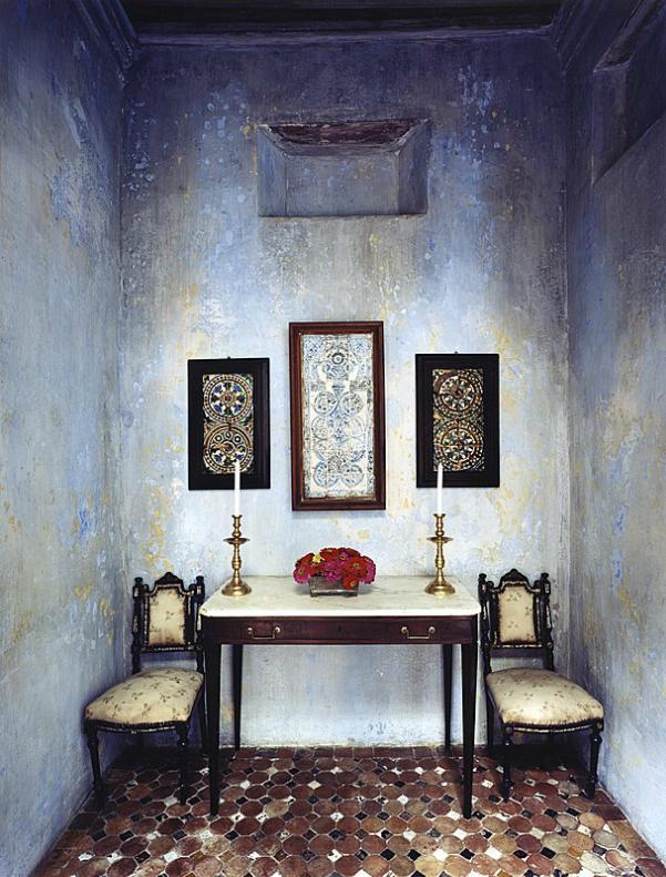 Photographer Simon Watson's interiors. Blue ombre walls