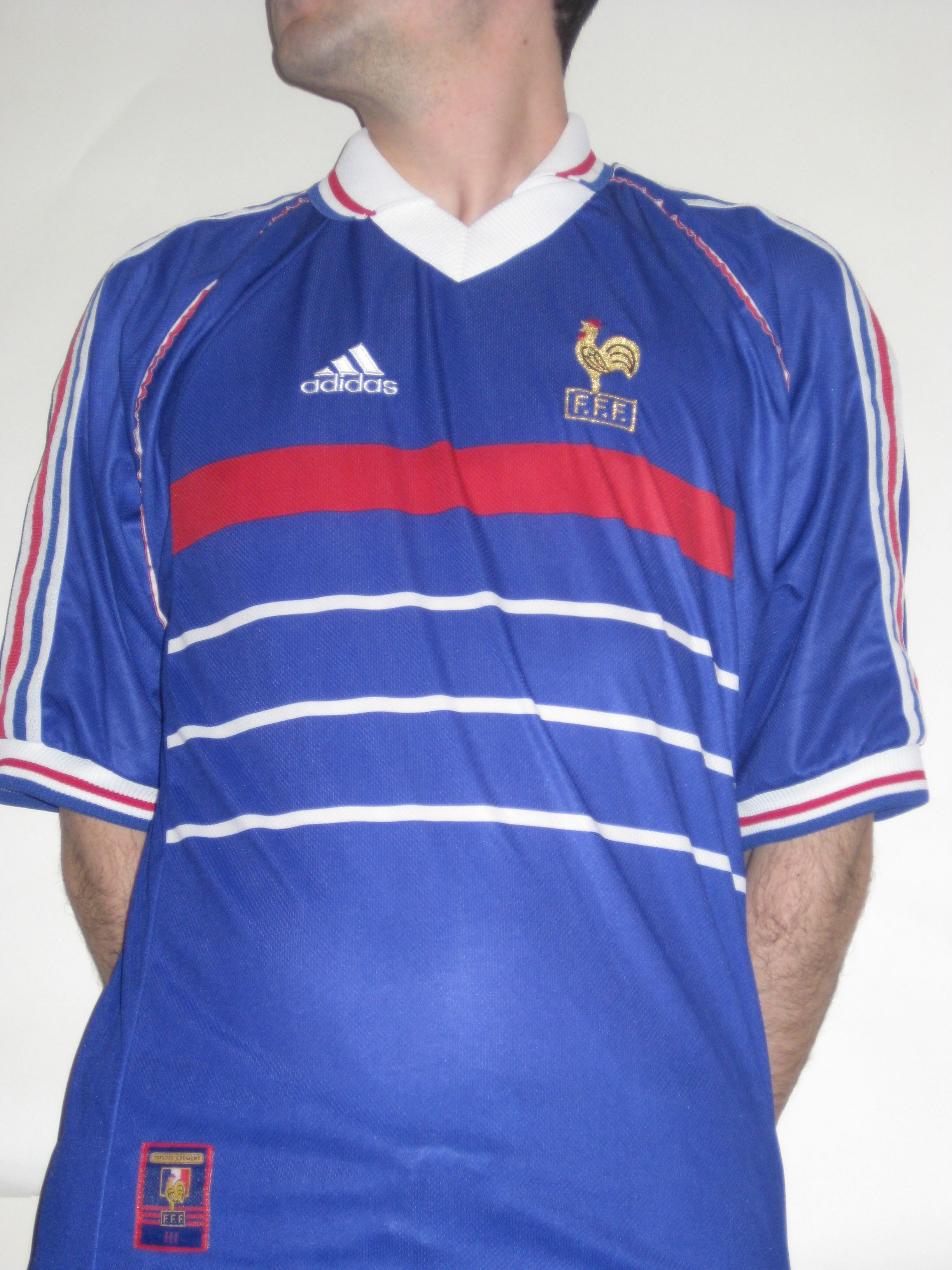 France 1998 Jersey Worn During Their World Cup Winning Campagne On Home Soil On In 1998 Zinedine Zidane Is Introduced T Mens Polo Shirts Mens Tops Football