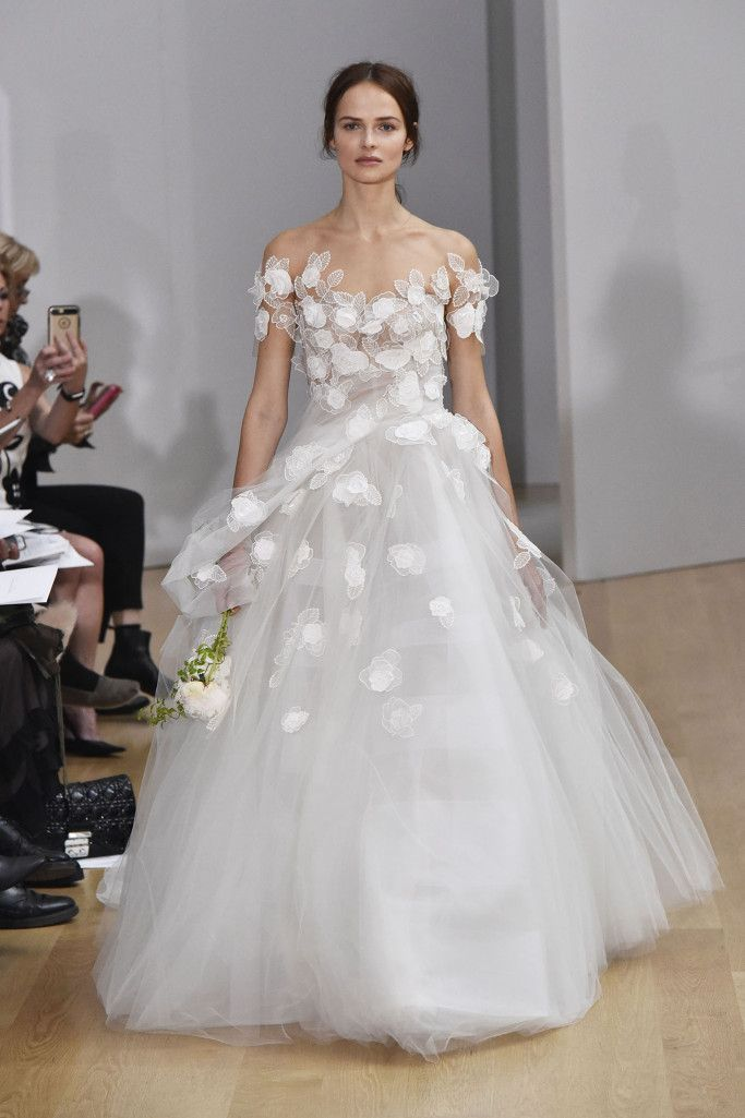 Oscar de la renta bridal spring 2018 oscar de la renta for Where to buy oscar de la renta wedding dress