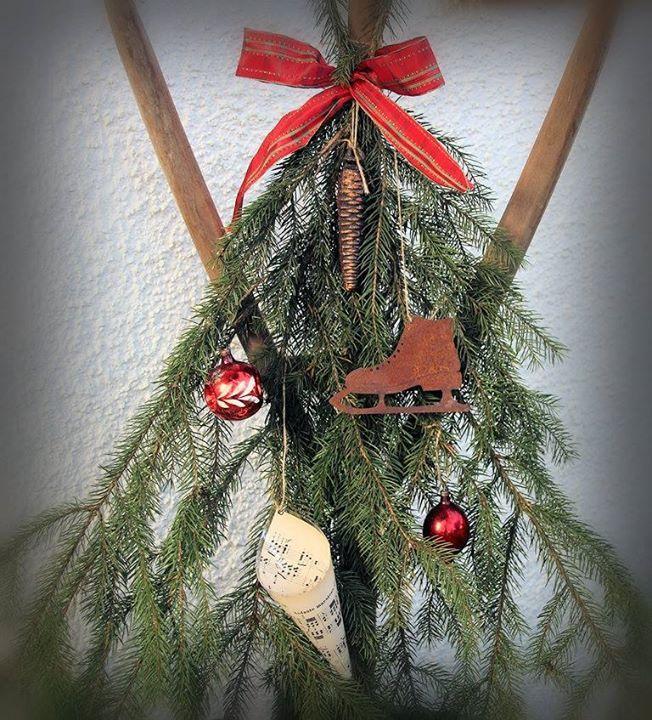 Bauernsilber Christbaumkugeln.Weihnachten Weihnachtsdeko Tannenzweige Schlittschuh
